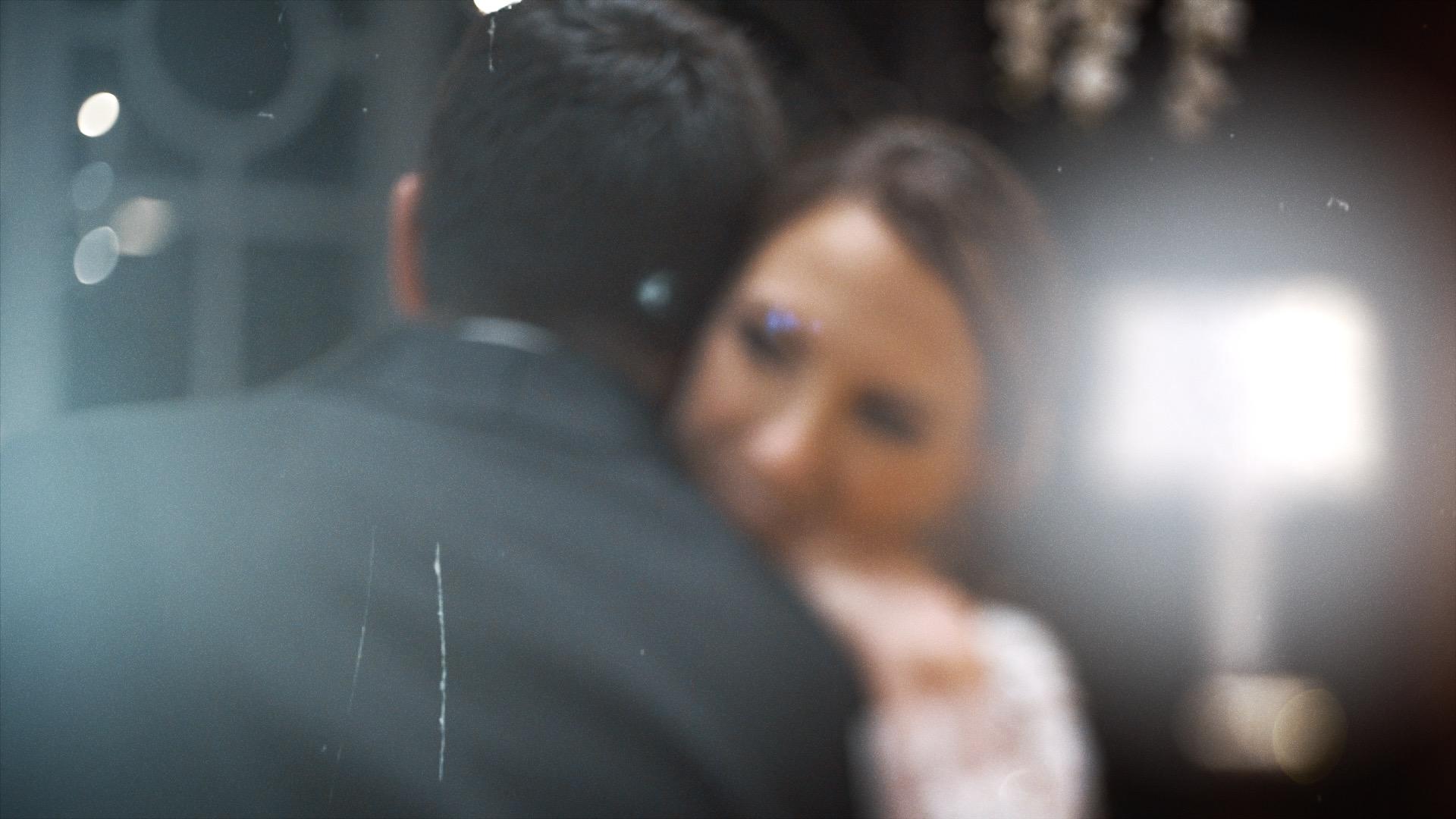 Coppia di sposi balla.